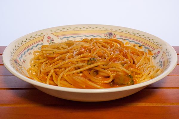 スパゲッティ海老のクリーミートマト完熟トマトのクリーミー仕立て1