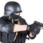 拳銃を構える特殊部隊
