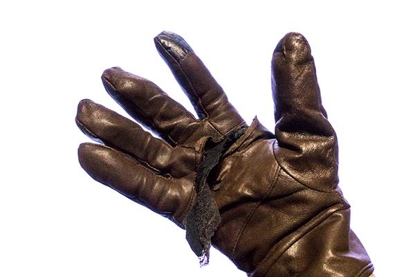 ボロボロの手袋
