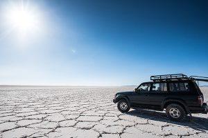 乾季のウユニ塩湖と4WD