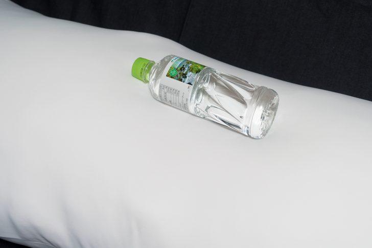 約500mlの水が入ったペットボトルを乗せた抱き枕本体 マシュマロ改 エキスパートエディション 熟練者用
