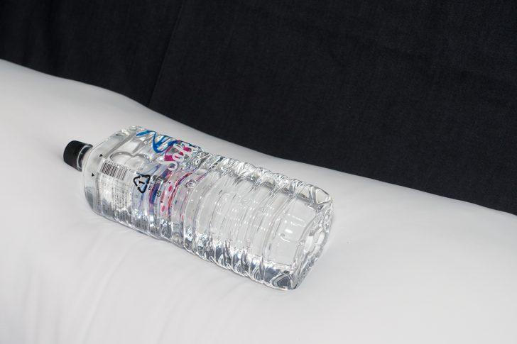 2Lの水が入ったペットボトルを乗せた抱き枕本体 マシュマロ改 エキスパートエディション 熟練者用